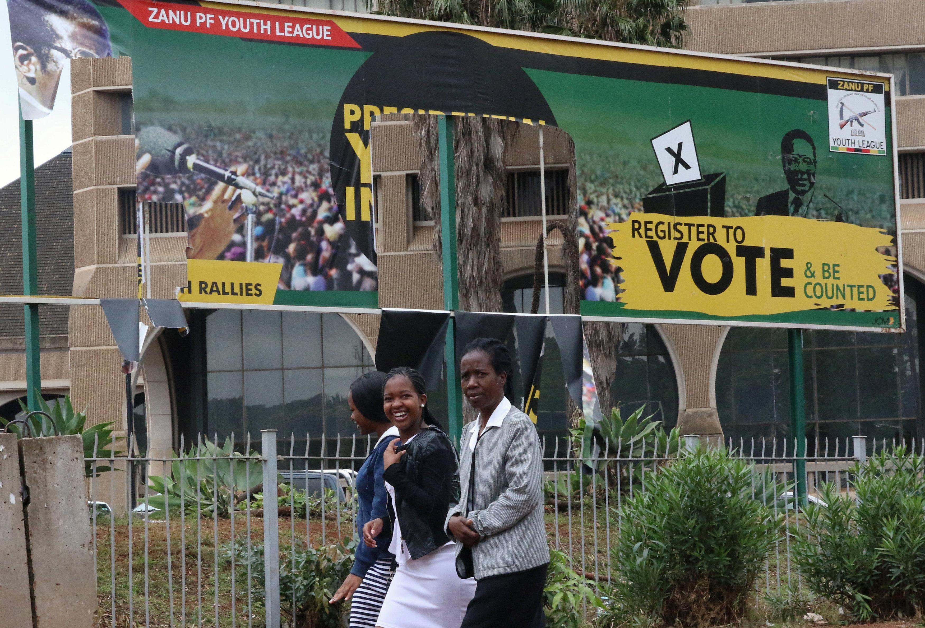 Zimbabwe war vets threaten to unleash crowds on Robert Mugabe