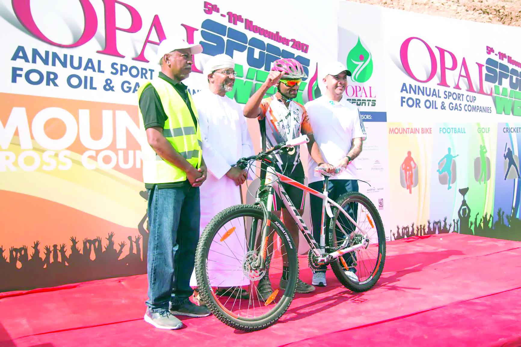 البلوشي بطلاً لضاحية دراجات «أوبال»