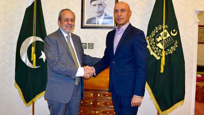 Pakistani education delegation visits Oman