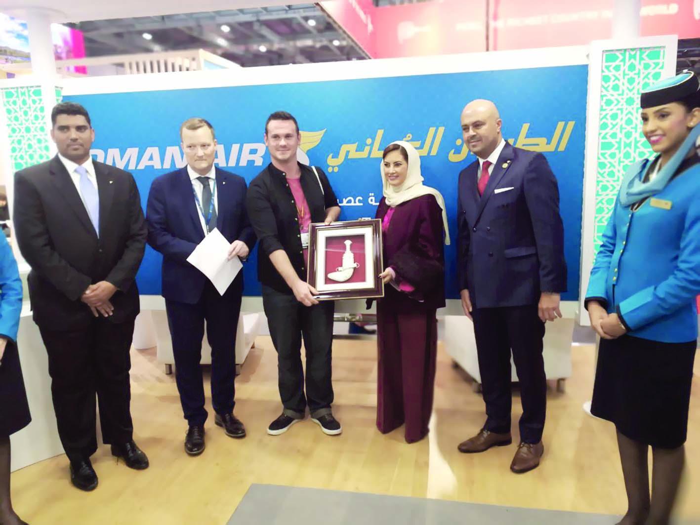 الطيران العُماني يعلن الفائزين بـ «الإعلام»
