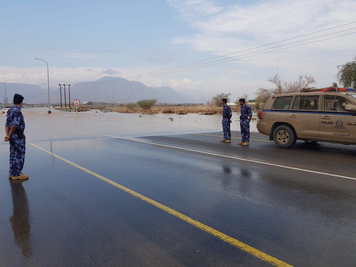 إنقاذ عائلة داهمتها مياه الأمطار