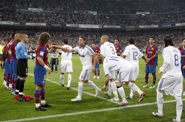 ماذا طلب رونالدو من برشلونة قبل الكلاسيكو؟