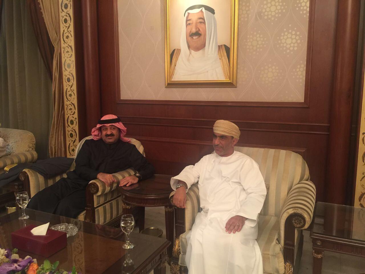 بالصور..اليوسف يستقبل بعثة منتخبنا الوطني في مطار الكويت