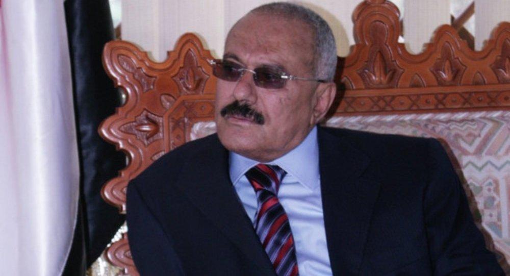 22 شخصًا من عائلة الراحل علي عبدالله صالح يصلون السلطنة