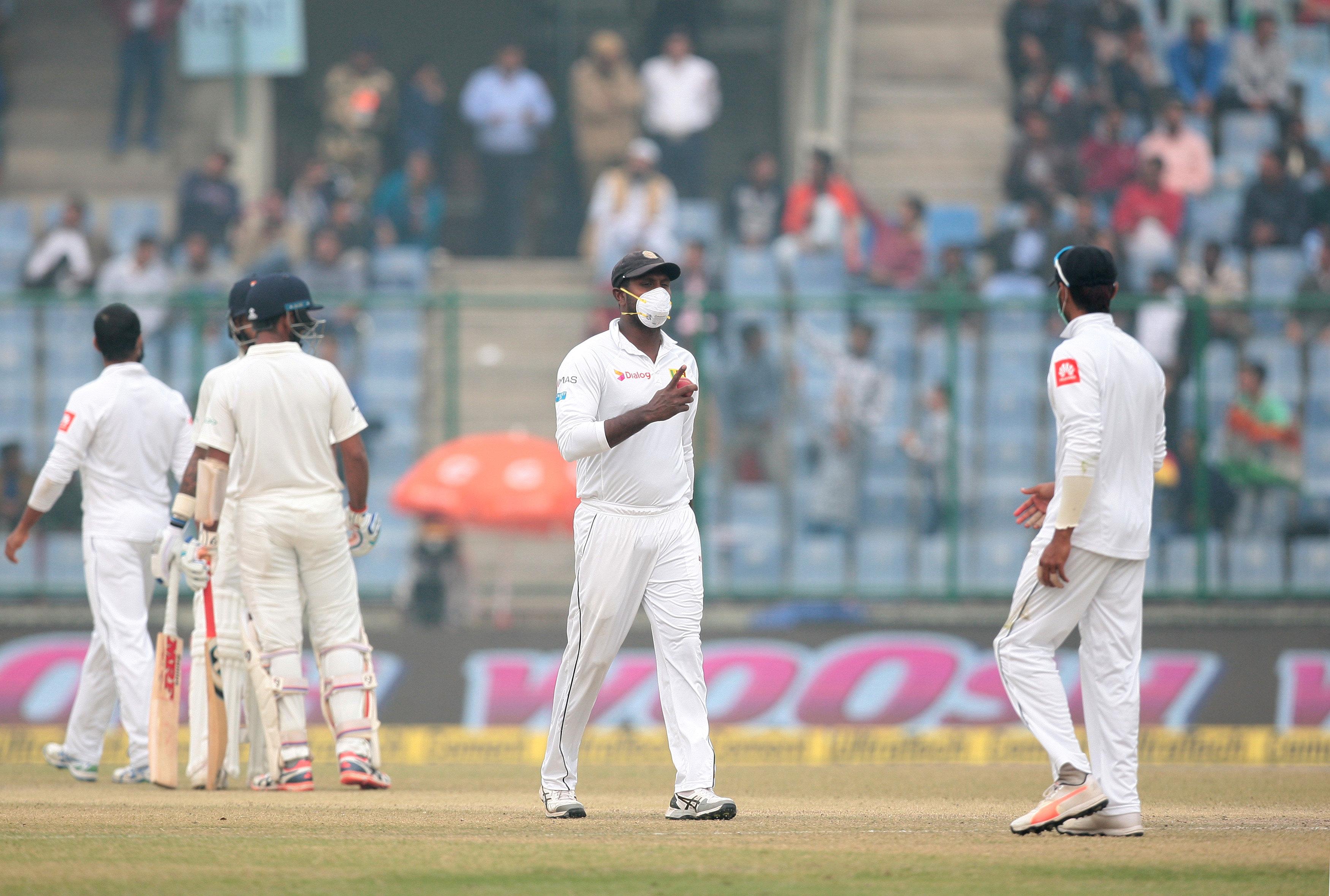 Delhi smog causes Sri Lanka players to vomit on field