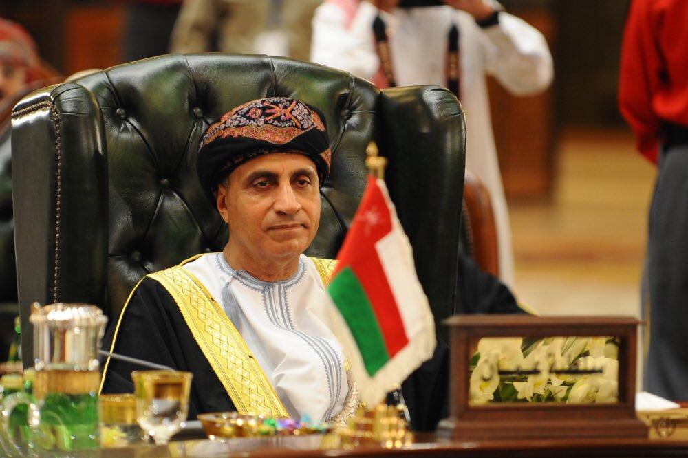 السيد فهد يعود إلى البلاد بعد ترؤسه وفد السلطنة في القمة الخليجية الـ38