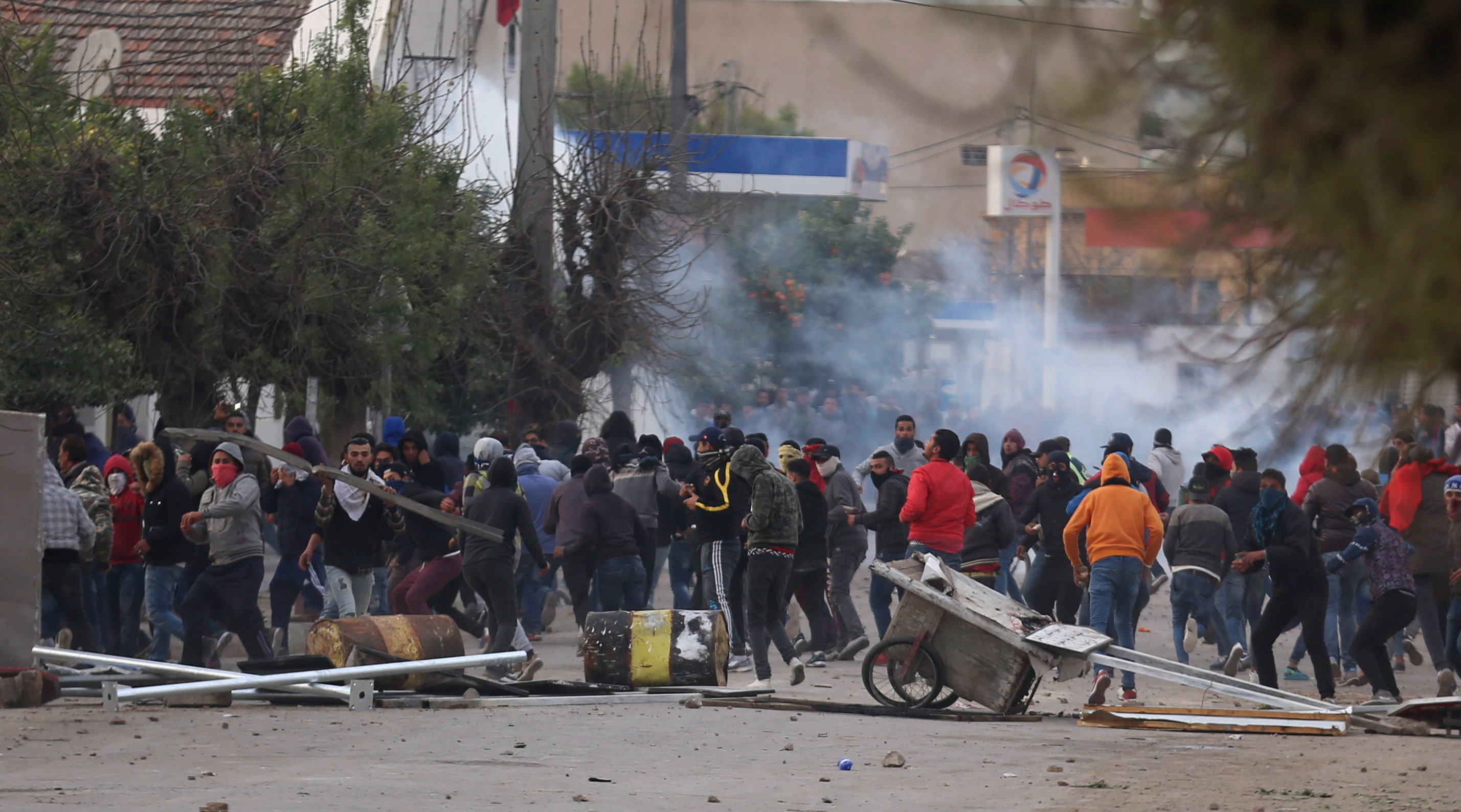 Tunisia arrests 237 in clashes with protesters