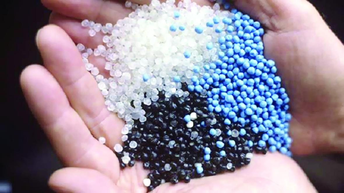 علماء روس يدرسون تغيير طبيعة البلاستيك