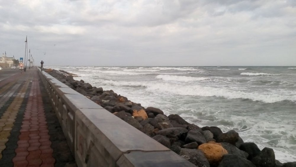 """""""الأرصاد"""" تنوه بارتفاع موج البحر"""