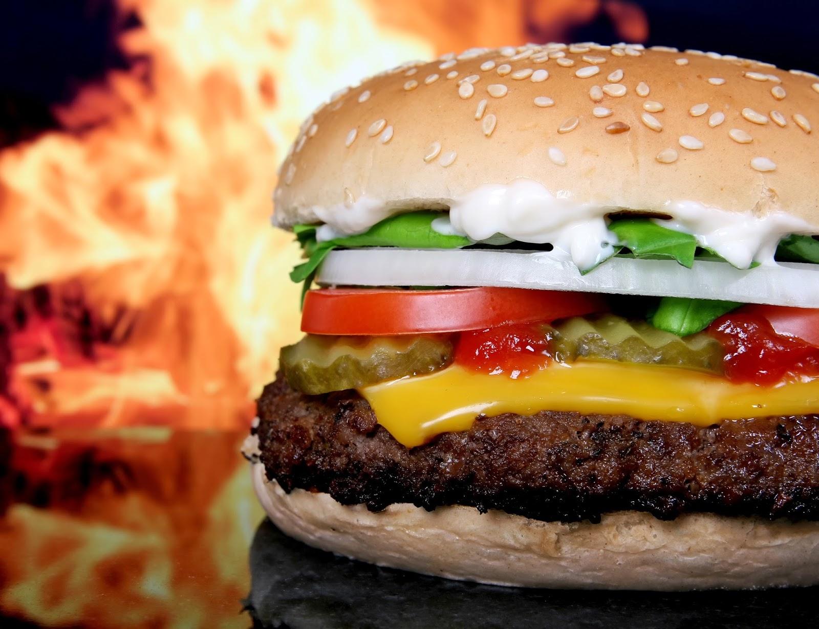 دراسة: الأطعمة الدسمة تعزز الإصابة بالسرطانات القاتلة