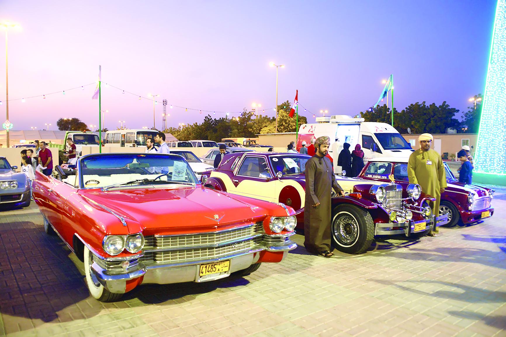 لأول مرة في مهرجان مسقطمعرض للسيارات «الكلاسيكية» في متنزه النسيم