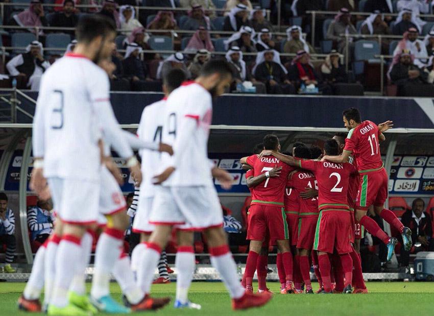 كيف وصف البحرينيون خسارتهم أمام الأحمر العُماني؟
