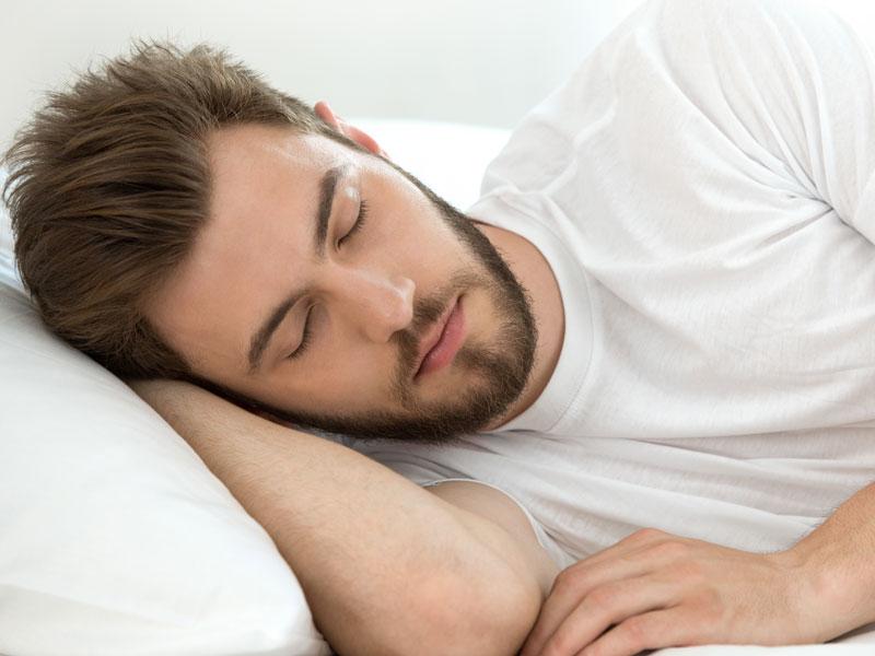 تجنب هذه العادات قبل النوم