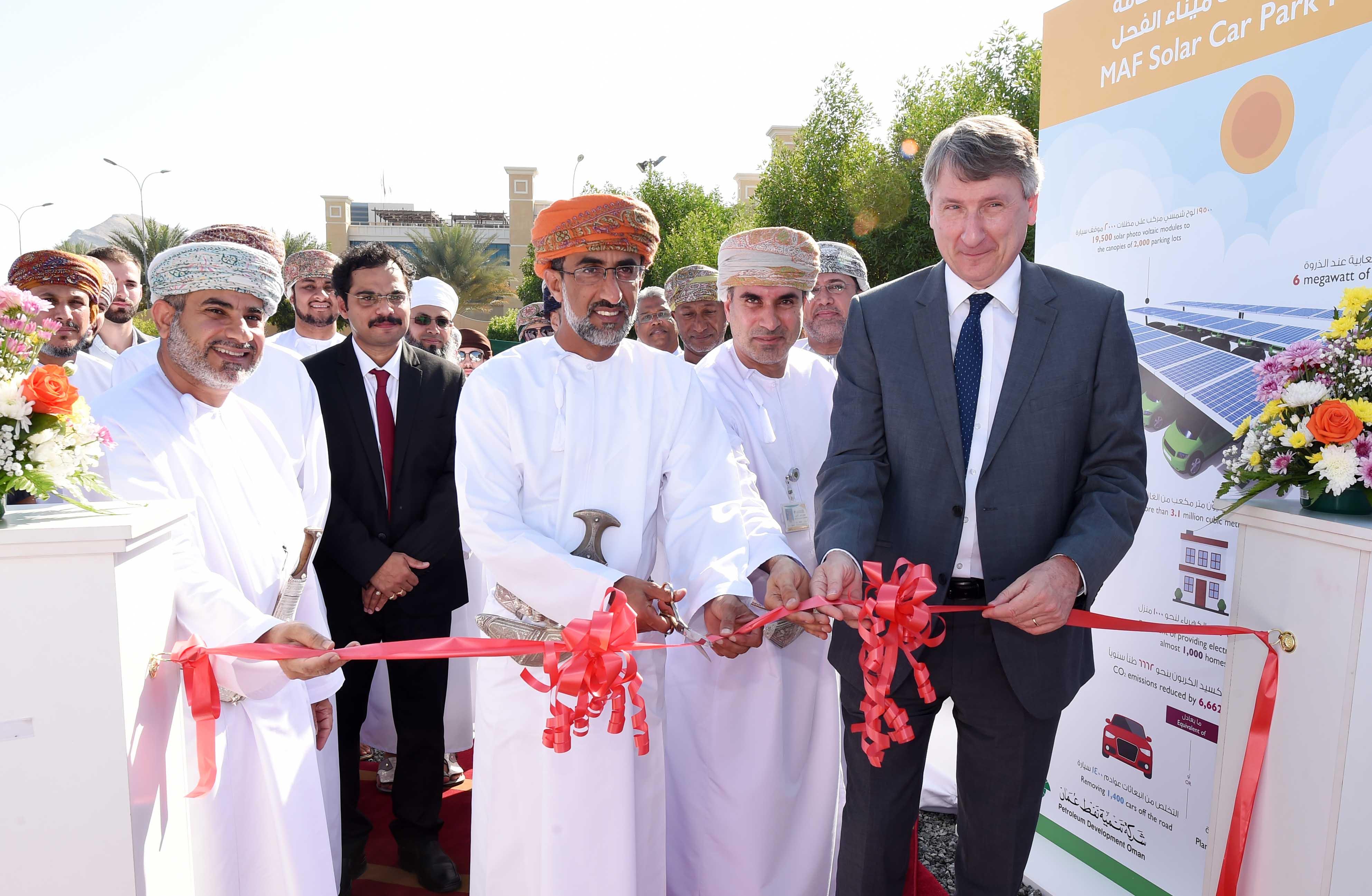 افتتاح مشروع توليد الكهرباء بالطاقة الشمسية في مسقط