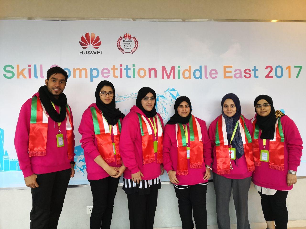 طالبة من جامعة السلطان قابوس تفوز بمسابقة هواوي الدولية