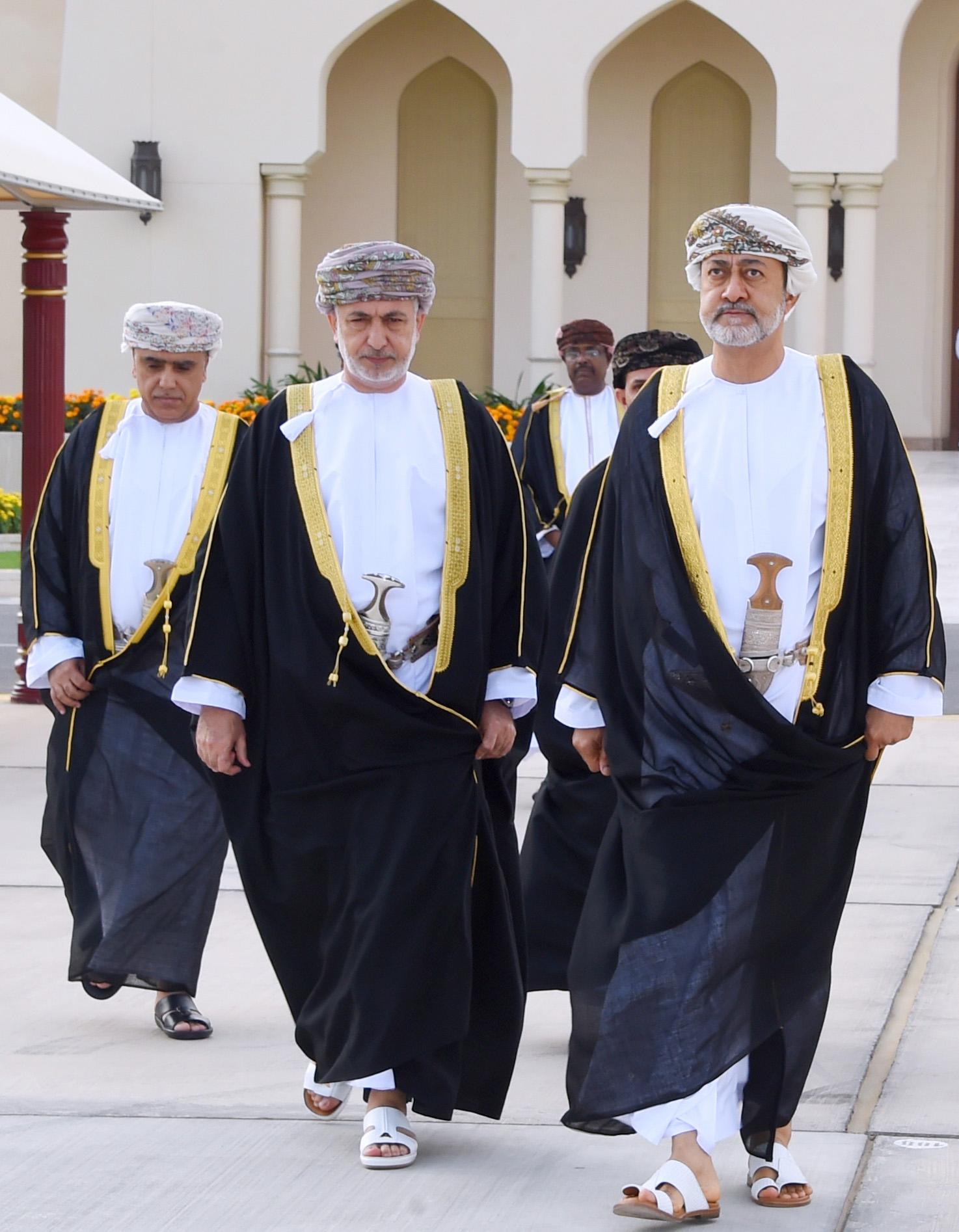 هيثم بن طارق يتوجه إلى دولة الإمارات