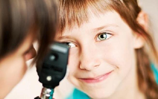 للوقاية.. متى تذهب بطفلك إلى طبيب العيون؟
