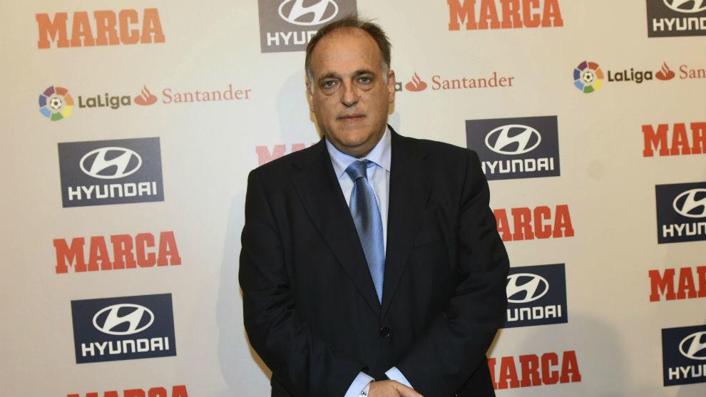 رئيس الليجا يُغضب جماهير برشلونة
