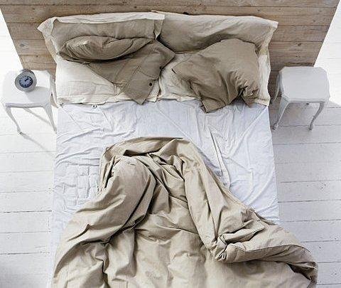 تحذير من ترتيب الفراش مباشرة بعد الاستيقاظ