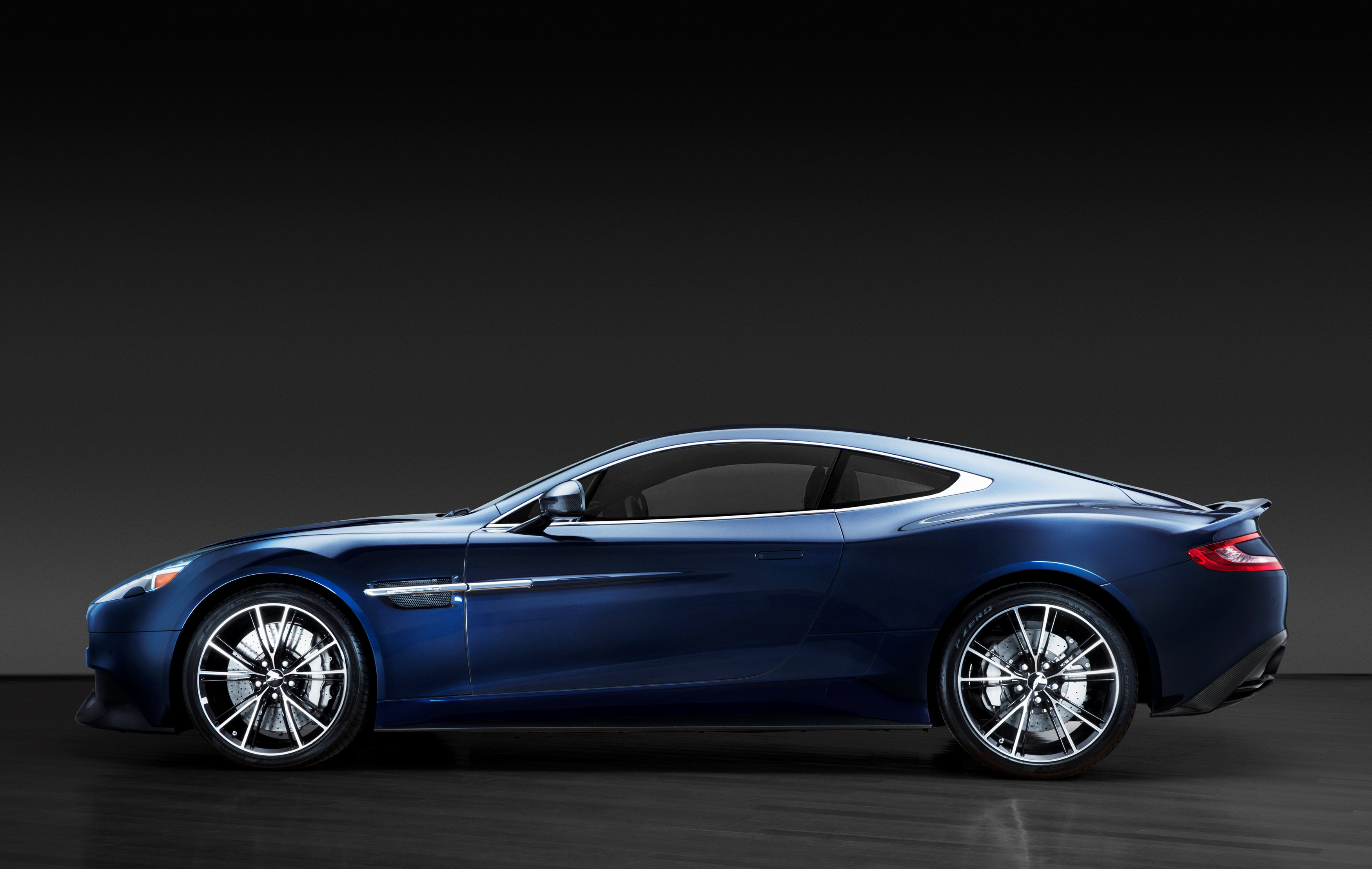 Daniel Craig puts his Bond car up for auction