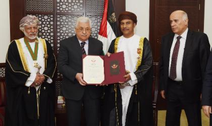 الرئيس الفلسطيني يمنح  الشنفري وسام رتبة الفارس
