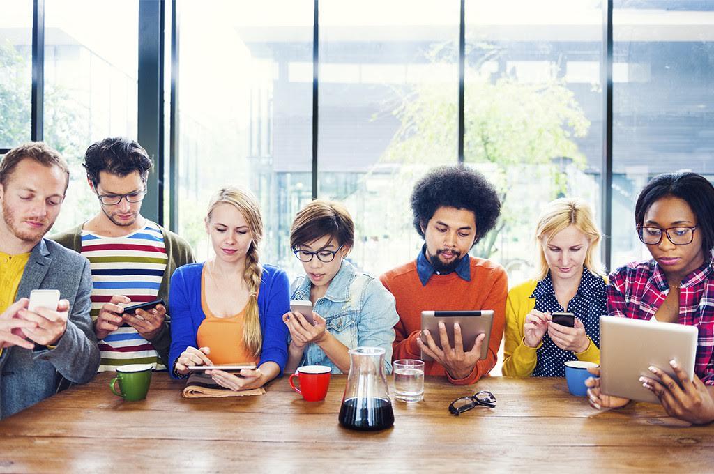 دراسة: السوشيال ميديا لا تسبب العزلة الاجتماعية