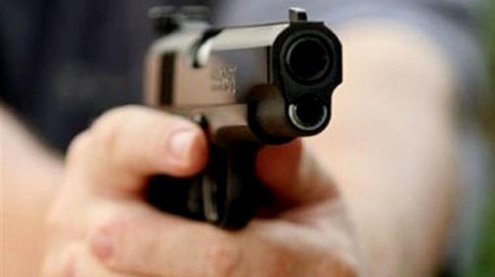 مواطن يطلق النار على آسيوي دخل منزله.. والشرطة تحقق
