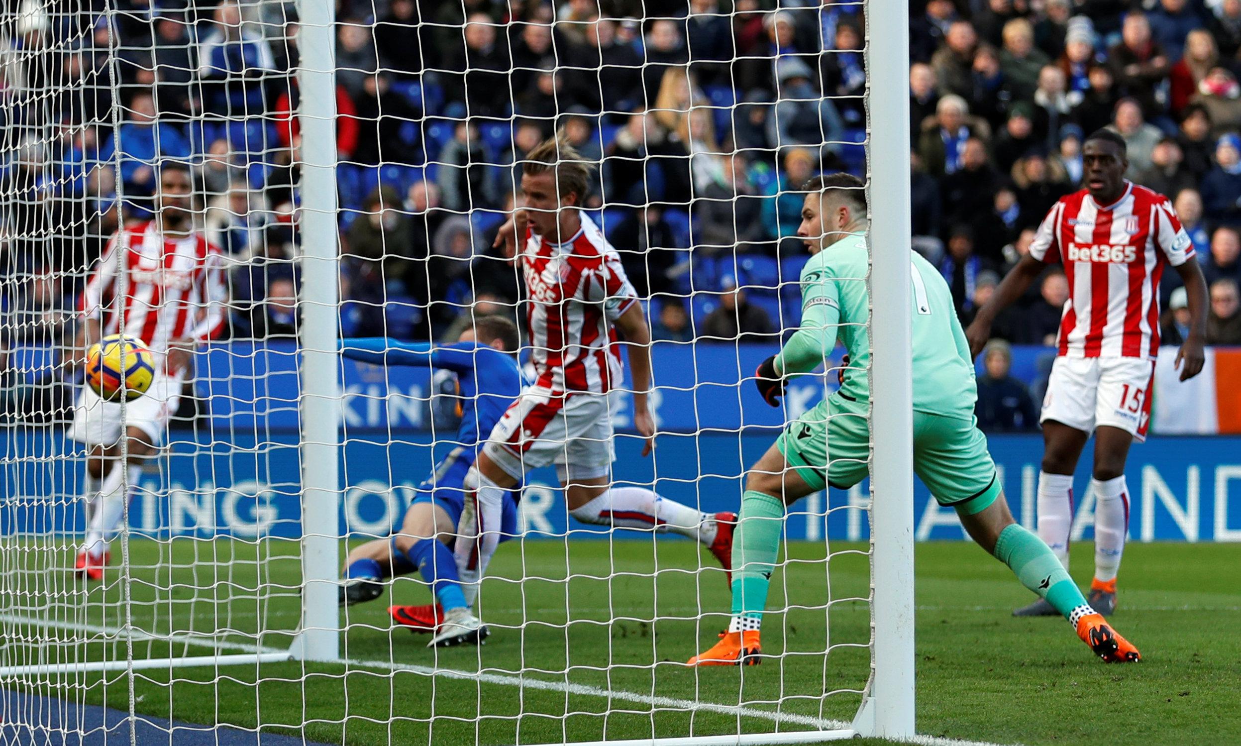 Football: Butland howler gifts Leicester an equaliser