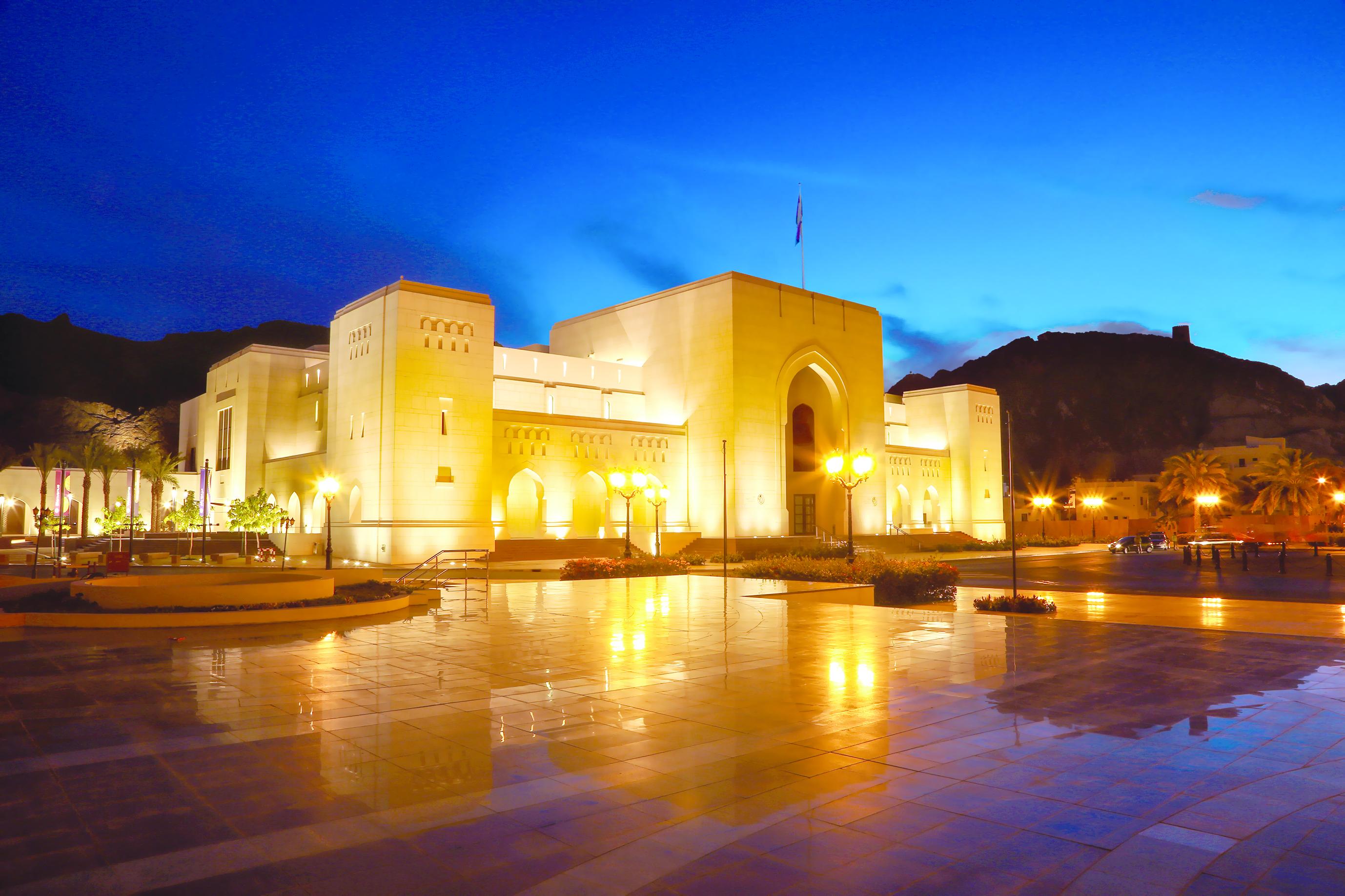 زيارة مجموعة من الفنانين الكويتيين للمتحف الوطني