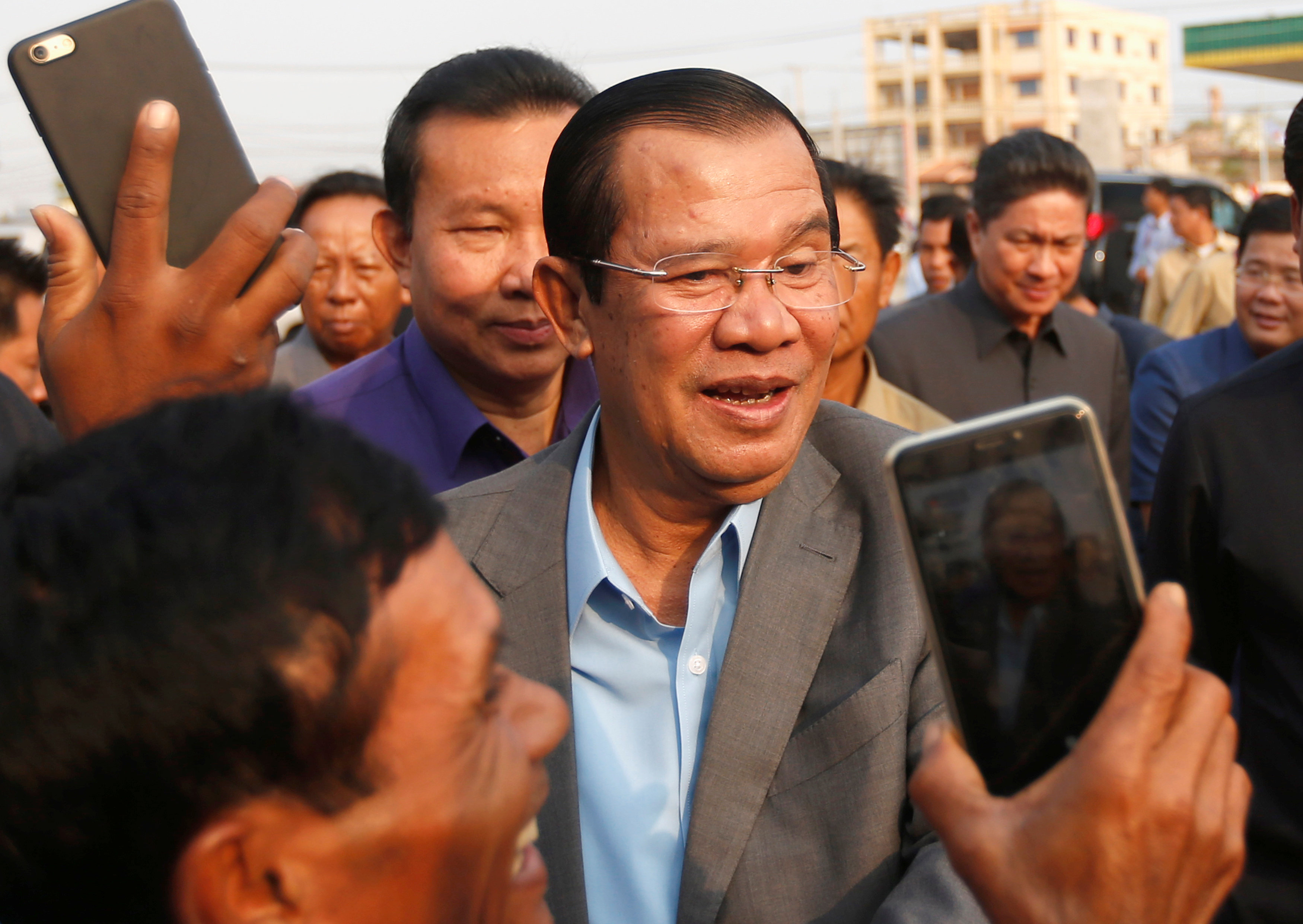 UN rights envoy urges Cambodia to let opposition stand in election