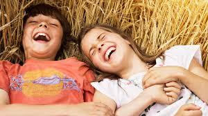 10 خطوات لتنشئة أطفال سعداء