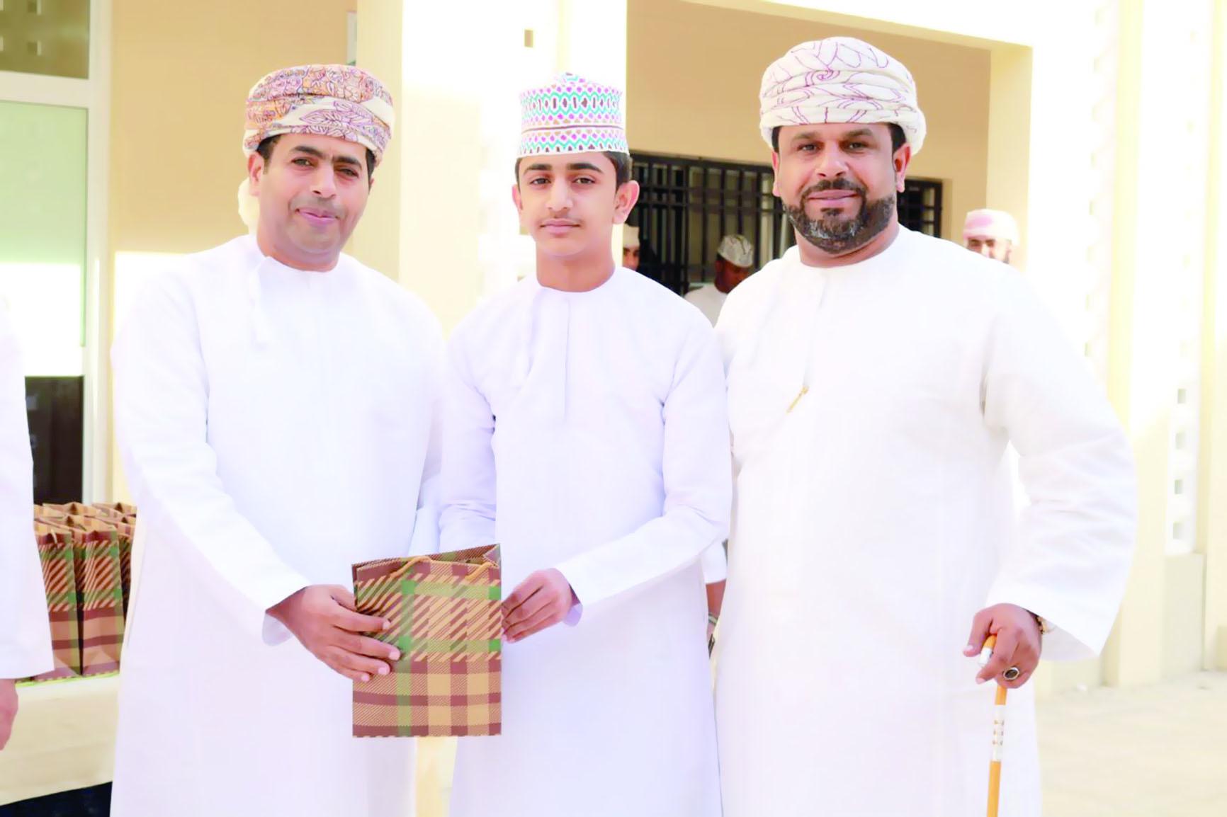 مدرسة الإمام عبدالله الكندي تحتفل بطلابها المجيدين