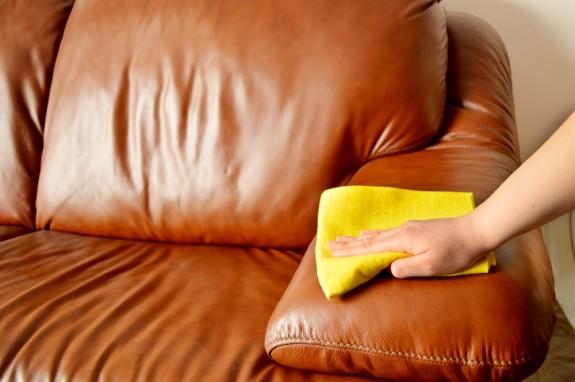 نصائح لتنظيف الأثاث الجلدي