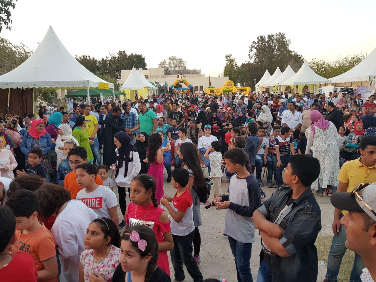 """بالفيديو.. """"الصعايدة"""" يحتفلون بالانتخابات الرئاسية في مسقط"""