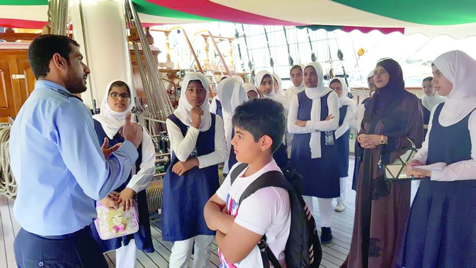سفينة شباب عُمان تنظم رحلة بحريـة لطلبة المــدارس