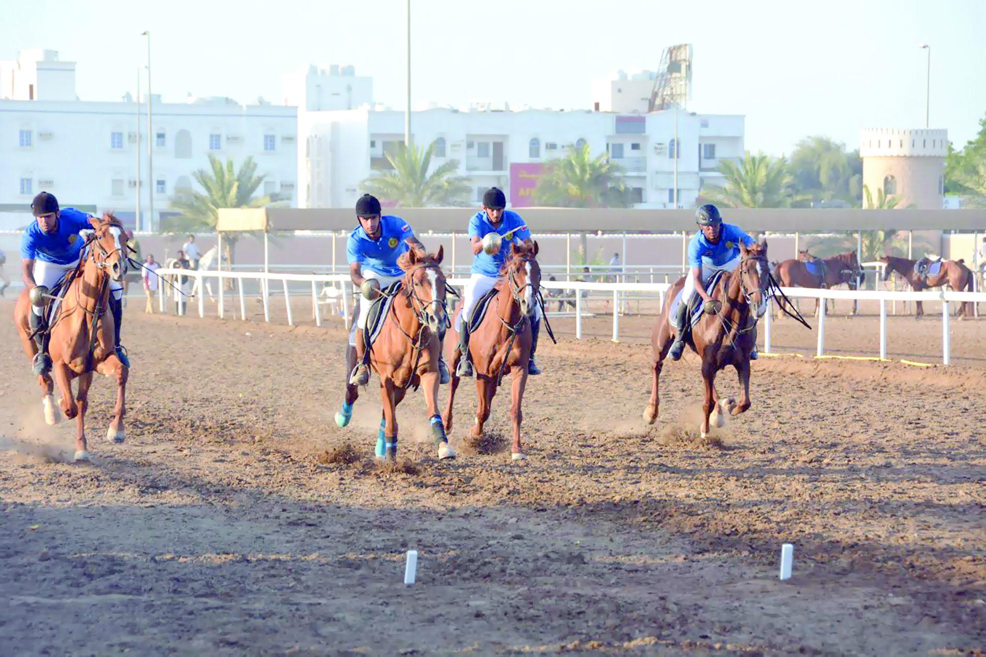 الخيالة السلطانية ومدرعات سلطان عمان يحافظان على صدارة درع الوزارة لالتقاط الأوتاد