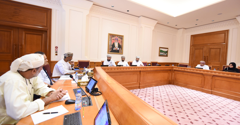 """""""لجنة الشباب"""" تناقش إعادة جدولة نسب التعمين في قطاعي الصحة والتعليم"""