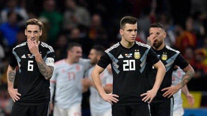 الإعلام الأرجنتيني يثور غضبا بعد الخسارة المذلة أمام إسبانيا