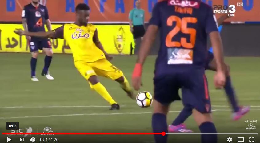 بالفيديو.. نجم الأحمر العماني يسجل أول أهدافه مع أُحد السعودي