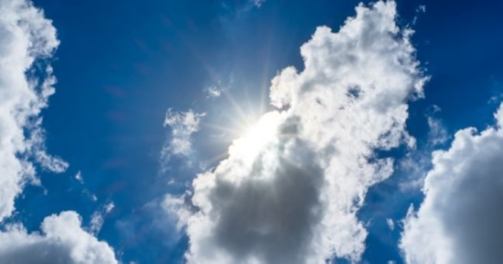 الضباب والسحب المنخفضة يمتزجان بطقس السلطنة لهذا اليوم