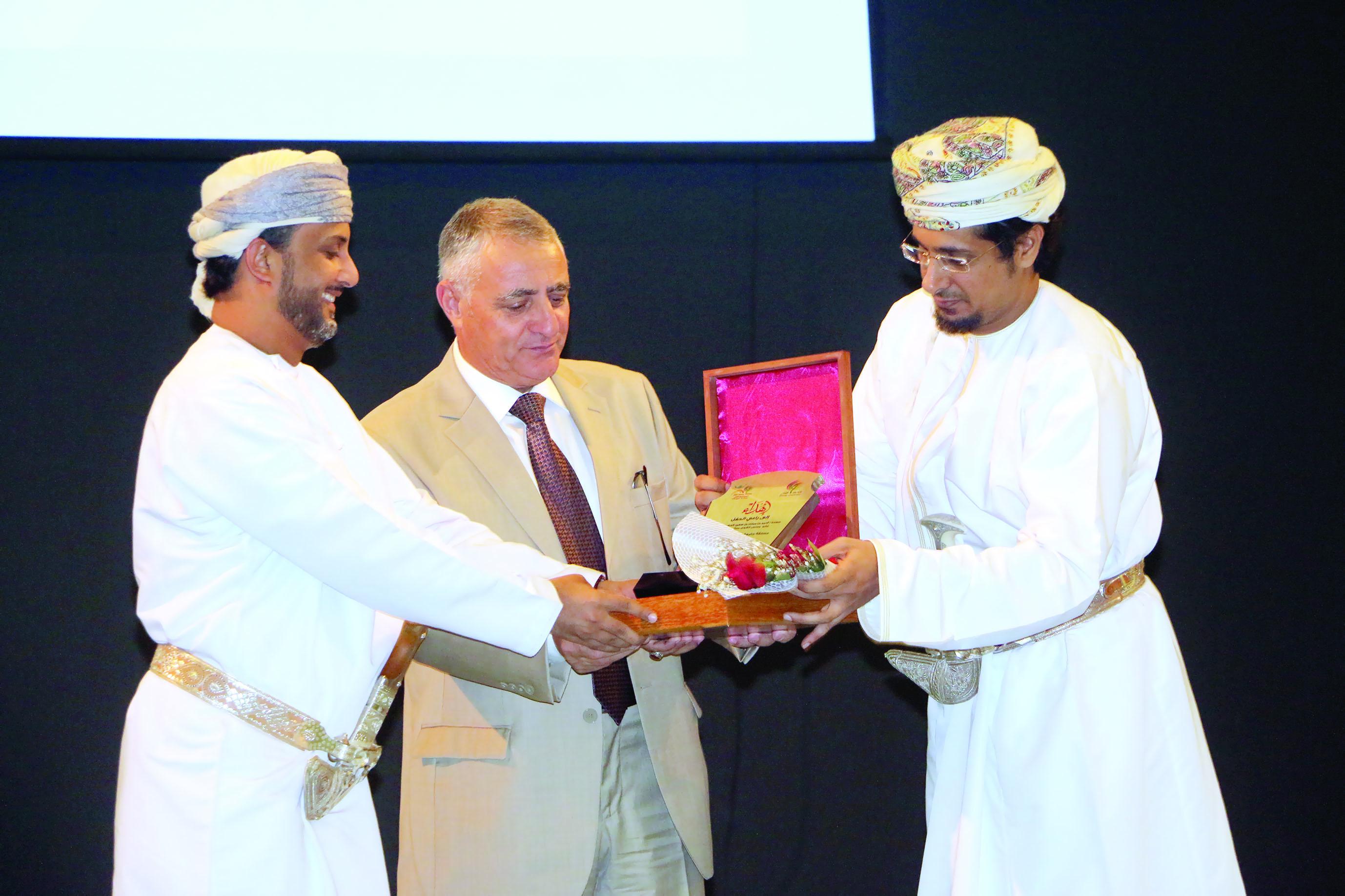 انطلاق مسابقة جامعة ظفار المسرحية الأولى