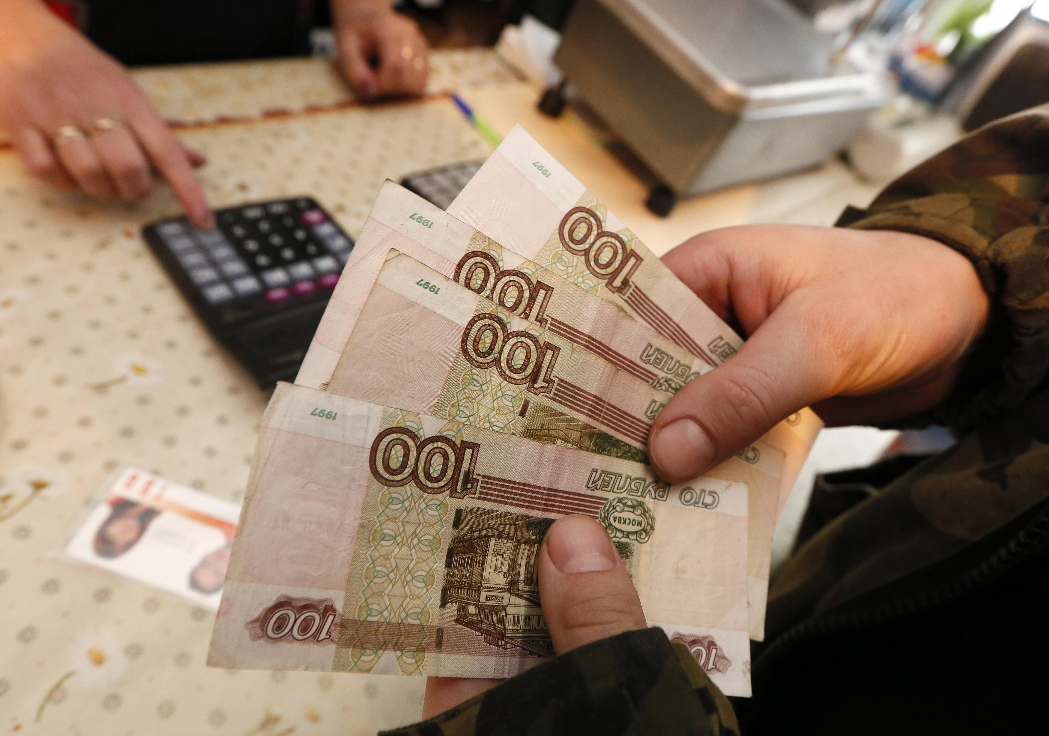 Rouble hits lowest level since 2016 on sanctions sell-off
