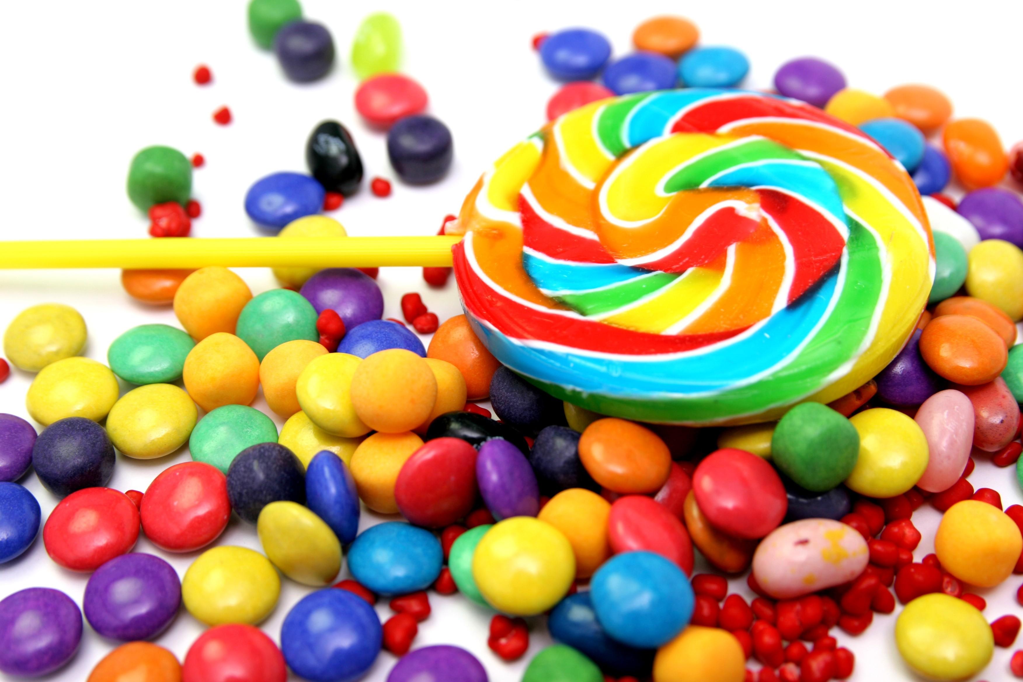 دراسة تكشف سبب زيادة البعض في الإقبال على الأطعمة السكرية