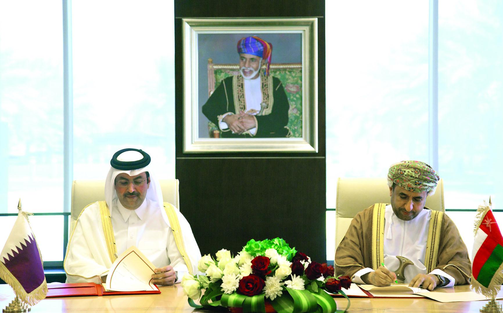 السلطنــة وقطــر توقعان تعديلات اتفاقية النقل الجوي