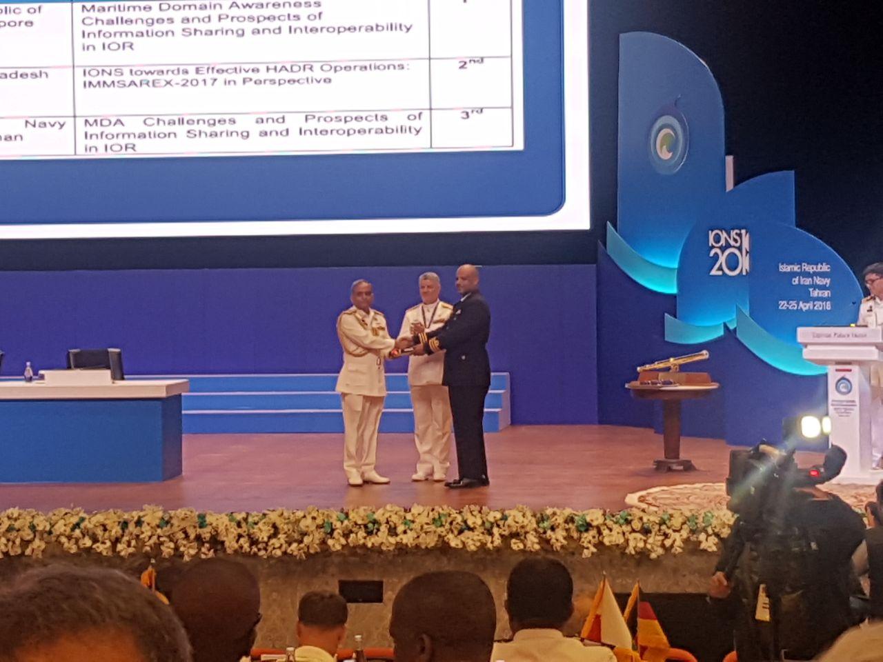 ضابط في البحرية السلطانية يحقق إنجازا في مؤتمر دولي