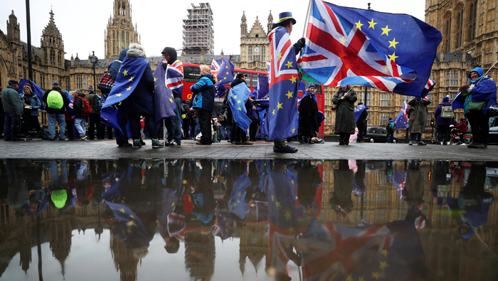UK government defeated as Lords back powers to block or change EU exit deal