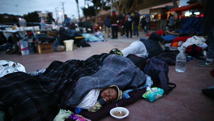 Central American migrants from Mexico 'caravan' camp out on US border