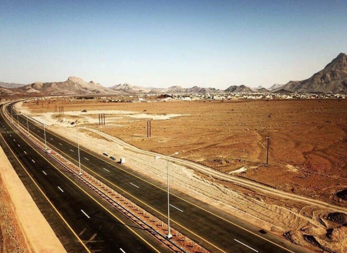 """غدا.. افتتاح 17 كيلومتراً من ازدواجية طريق """"عبري – ينقل"""""""