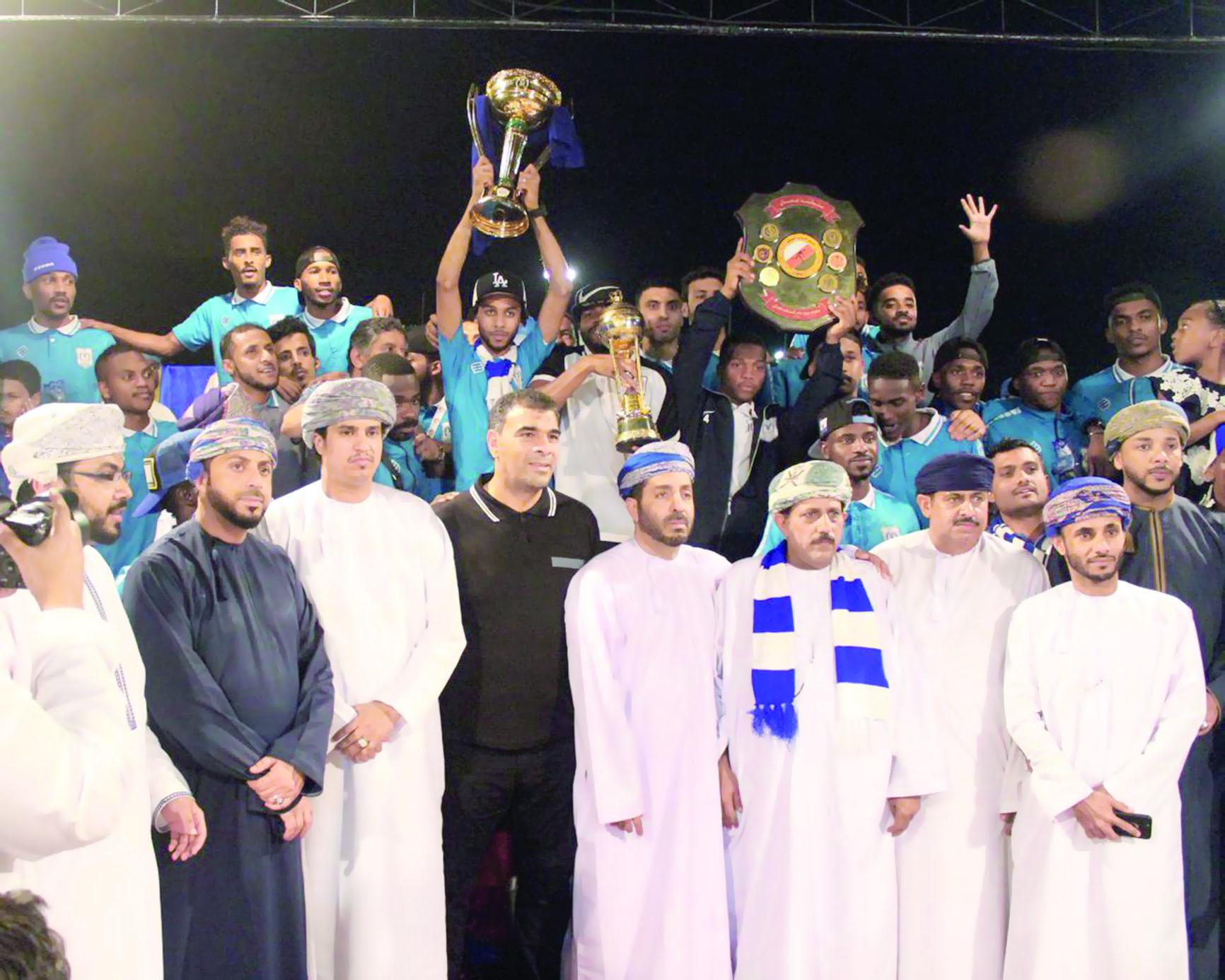 استقبال جماهيري حافل لأبطال الكأس الغالية
