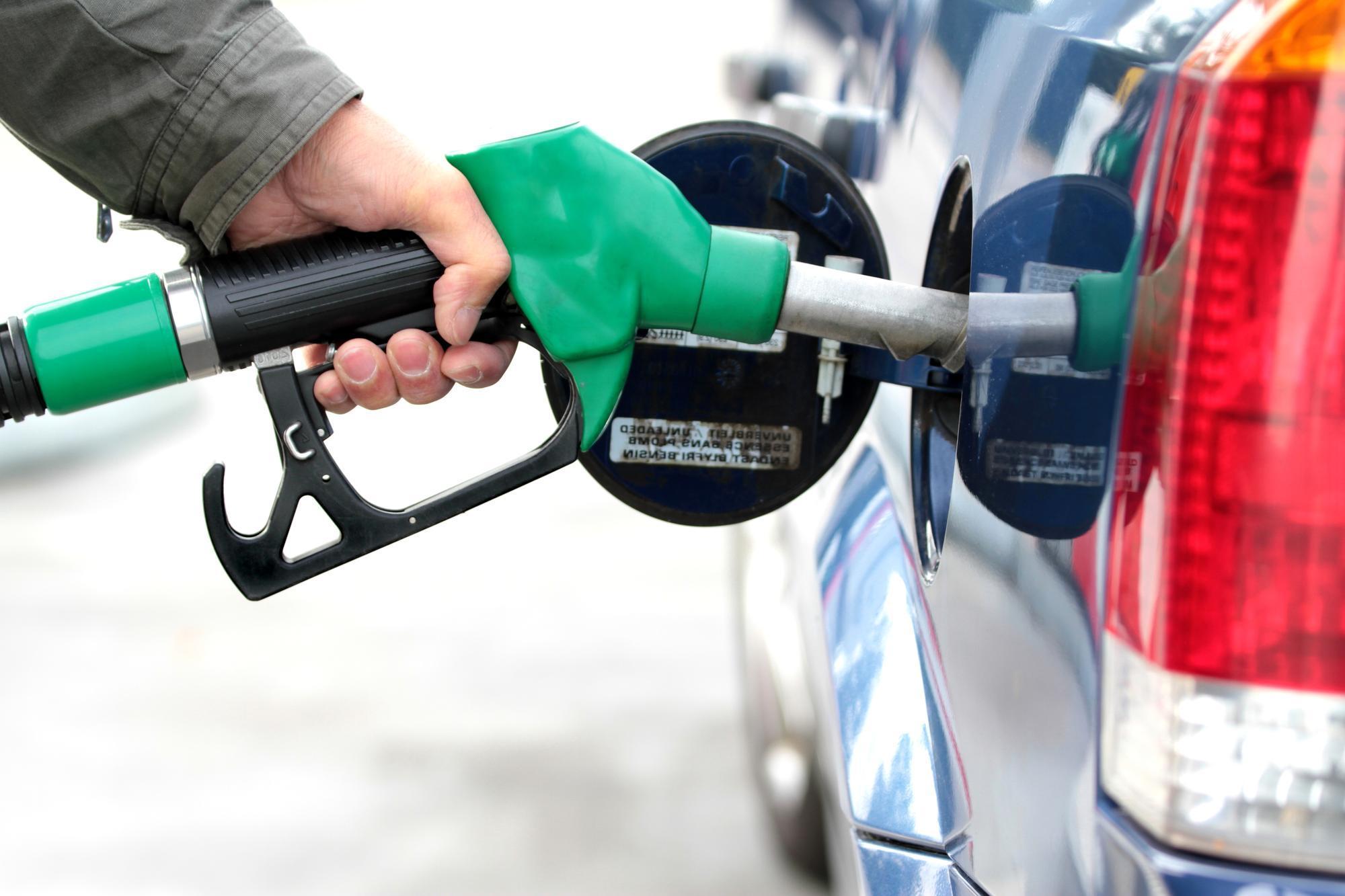 ما ترتيب السلطنة عربيا في أسعار الوقود؟